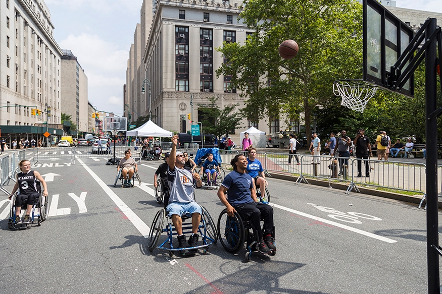 People playing basketball wheelchair